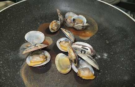 Cooking clams to eliminate hepatites A